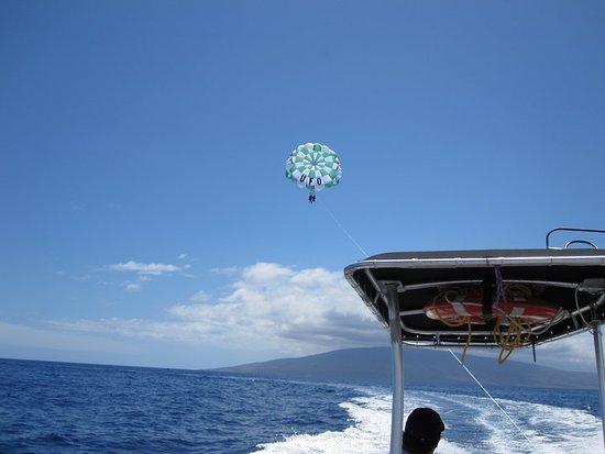Ka'anapali, Havai: Parasailing with UFO (Maui, May 2010)