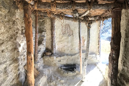 Galera, Espagne : Inside view of a reconstructed Bronze Age cabin