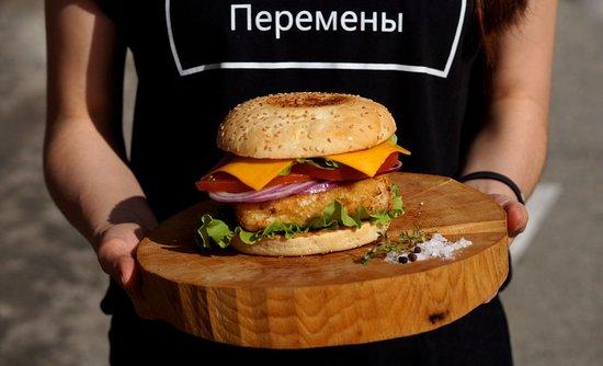 Добро Паб: наш фишбургер, уже ждёт тебя.