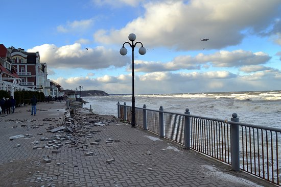 Svetlogorsk Embankment: Променад после шторма