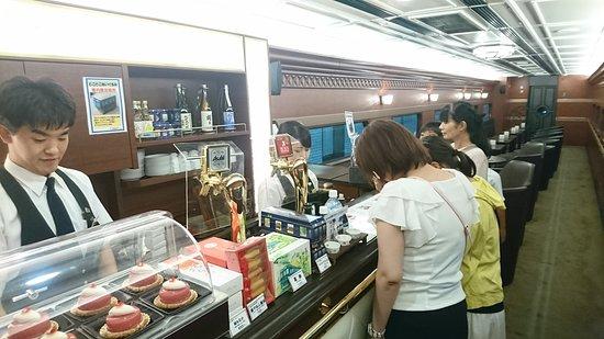 Kintetsu Corporation: 青のシンフォニー号(車内レストランカウンター)