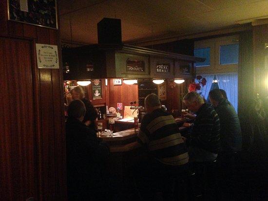 Sint Odilienberg, Holandia: Sfeervolle bar met diverse bieren op de tap