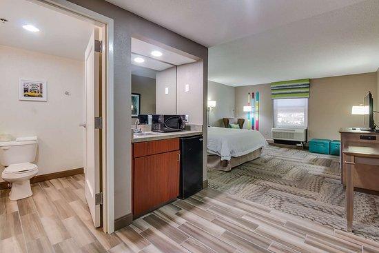 Dickson, TN : Guest room