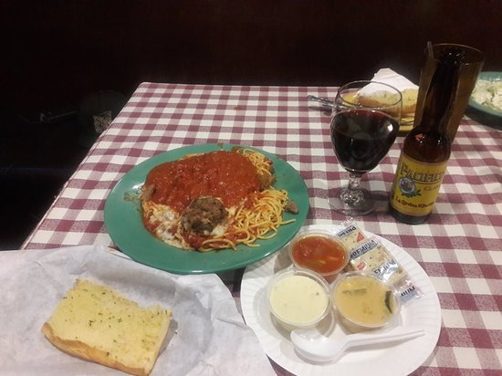 Signal Hill, Kalifornien: BIG E  PIZZA is the BEST ! Quality Service, TV's, Late Night Delivery Service, 3rd Generation of Quality Pasta, Salads, Ribs, Sandwiche,Etc.