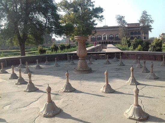 Deeg Palace: Fountains at the central garden