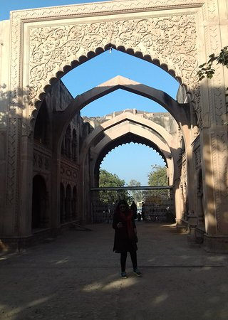 Deeg Palace: The entrance; intricate floral designs on the arched doors