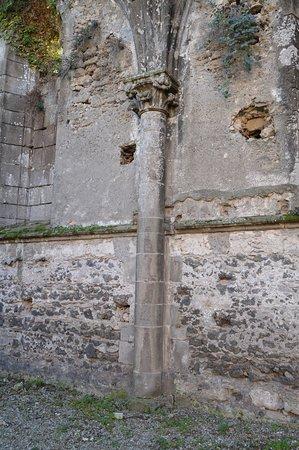 Scafati, Włochy: Muro nord della chiesa abbaziale fatta erigere da Carlo I d'Angiò