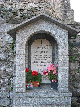 Porto Valtravaglia, Ιταλία: Monument to Benedetto Isabella