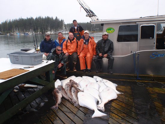 Yakutat, Аляска: The Crew with a good catch on the Sea wolf