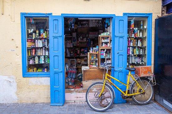Medina de Esauira: grocery store in the medina