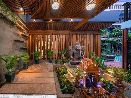 Cheata Residence: Entrance to restaurant