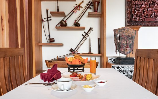 Cheata Residence: Breakfast