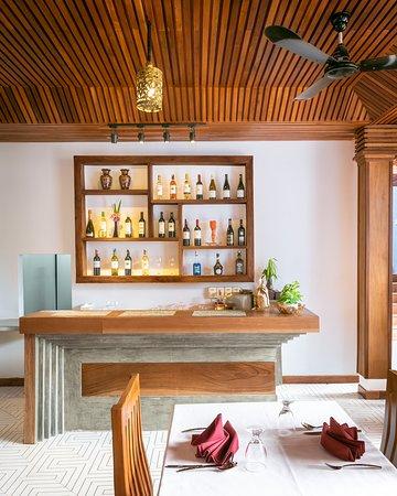 Cheata Residence: Bar counter