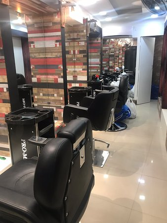 Kollam, Intia: I.B Family Salon