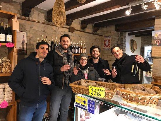 Dispensa del Monastero: Aperitivo con ottimi vini e salumi insieme alla simpaticissima Ornella :)