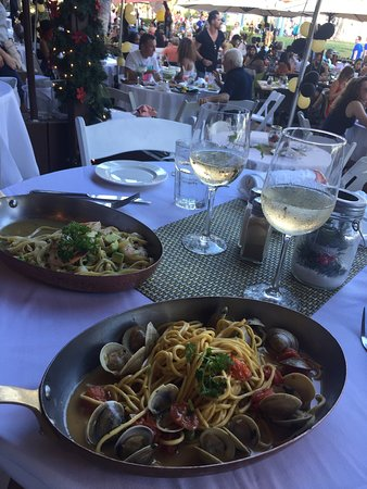 Both our dishes were served in their pan which kept our pasta hot until the end! Icy cold White pIno Grigio was the perfect match for these dishes!