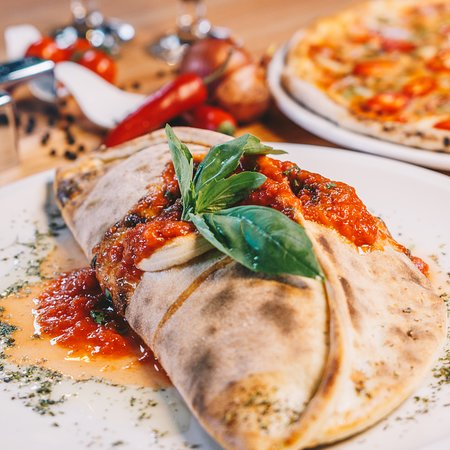 "Al Wakra, Qatar: Italian Folded pizza ""Calzoni Pioscuitto"""