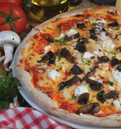 Al Wakra, Qatar: Pizza Campese