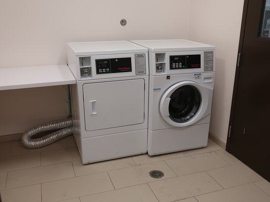 Hampton Inn & Suites Artesia: Only one washer and dryer.
