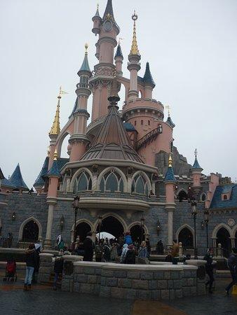 Disneyland Paris: Chateau