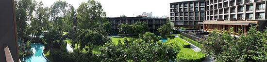 Hua Hin Marriott Resort & Spa: View across the lush resort grounds from our Superior room.