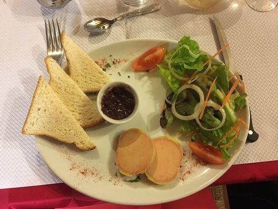 Vienne, France: Foie gras ou assiette norvégienne en entrée. Rognon entier à la moutarde et côte de bœuf flambée