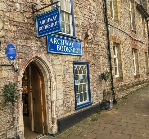 Axminster, UK: Outside of Archway Bookshop