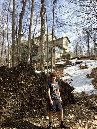 Smugglers' Notch Resort: Behind Trailside Executives