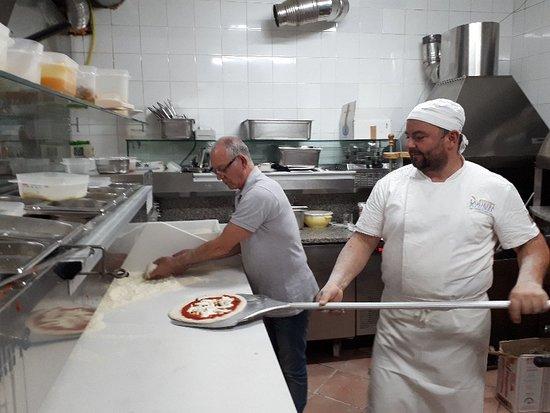 Caselle in Pittari, Italie: Ristorante Pizzeria La Pietra Azzurra