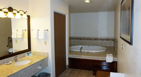 Clifton, CO: Two Room Suite with Jacuzzi®