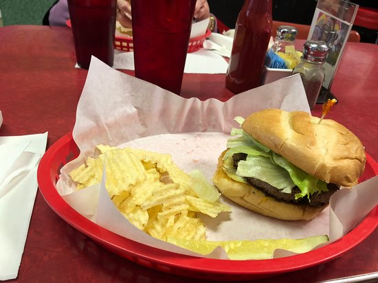 Loganville, GA: Tasty Angus burger, chips and pickle.