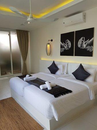 Sahaa Beach Resort: Twin room with garden view