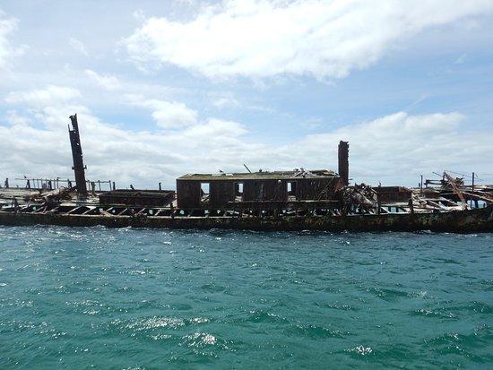 Flinders Island, Austrália: the barque Farsund, 1443 tins, still on Vansittart Shoal off Cape Barren Island, 1912