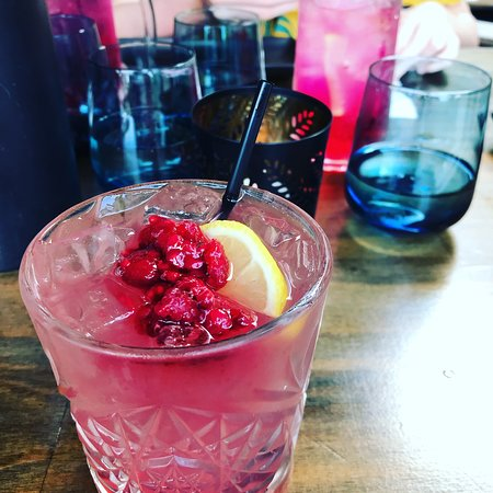 Coolum Beach, Australia: Raspberry kiss cocktail, so refreshing and delicious!