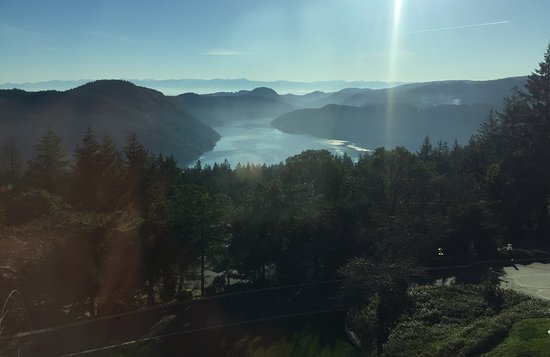 Malahat, Канада: Looking South from the Diningroom to the Olympic Peninsula Mtns.in the US.