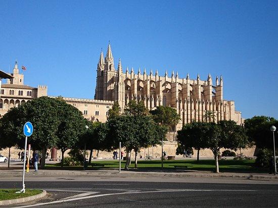 Palma thuộc Mallorca, Tây Ban Nha: マヨルカ大聖堂