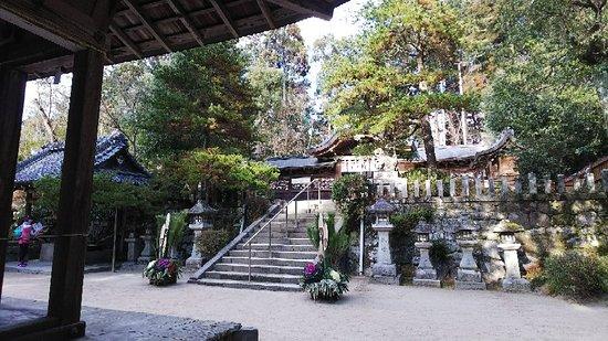 静かで雰囲気の良い神社