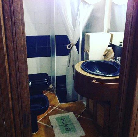 Ananas B&B: White dreams room : private bathroom