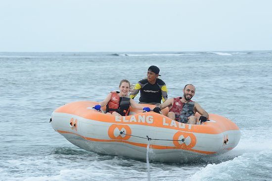 Parasailing Adventures Experience in Nusa Dua with the Best Team: flying donut (goes a lot faster than you could think by looking at this pic)