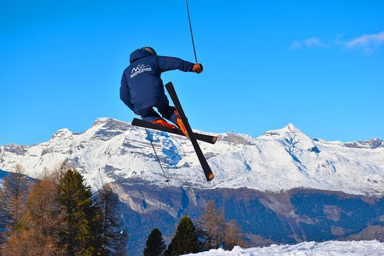 Haute-Nendaz, İsviçre: Instructor Sander flying high
