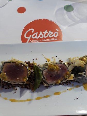 Tonno in tempura con quinoa e salsa al passion fruit