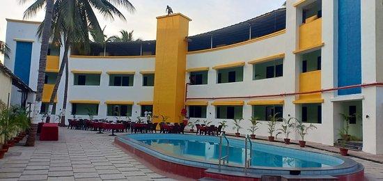 Passage from the reception – kuva: Hotel Sea Rock Villa, Daman - Tripadvisor