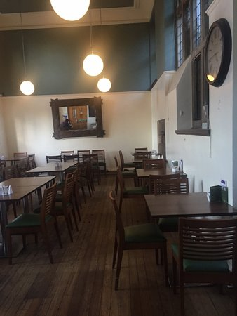 Cafe on the Green: Empty dining room