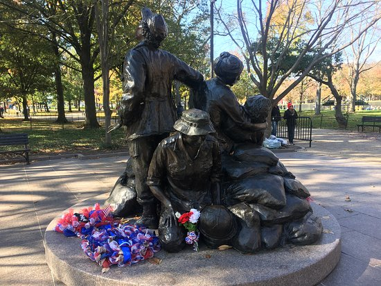 Vietnam Women's Memorial: simple and sad