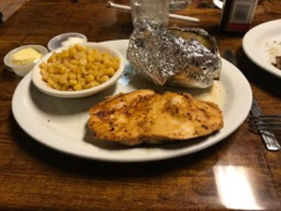 La Follette, Теннесси: Grilled chicken with corn and baked potato sides