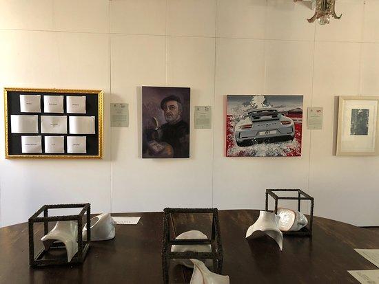 Montignoso, Taliansko: Kunstausstellung in der Villa Schiff
