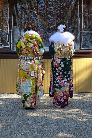 Sumiyoshi Taisha Shrine: Kimonos at Sumiyoshi Shrine