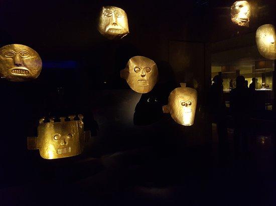 Museu do Ouro: Quelques masques dorés.