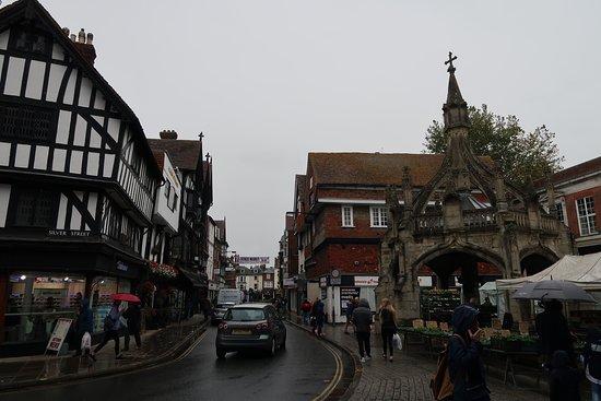 városkép a piac mellett