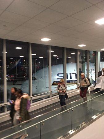 Singapore Airlines: Terminál 4 letiště JFK -  Gate pro Airbusy A380